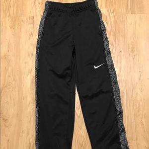 NIKE BOYS GRAPHICS ATHLETIC PANTS S